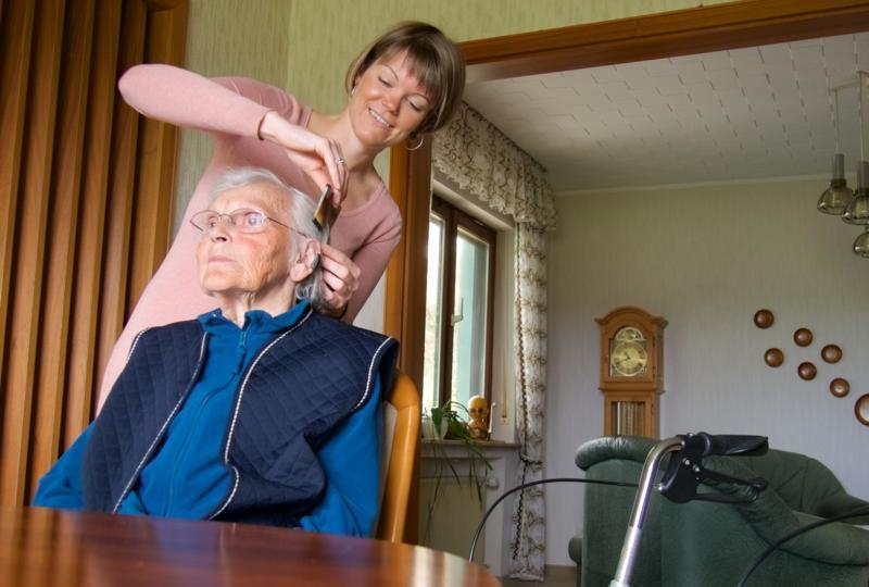 Dementia Caregiving: Tips on Dressing and Grooming